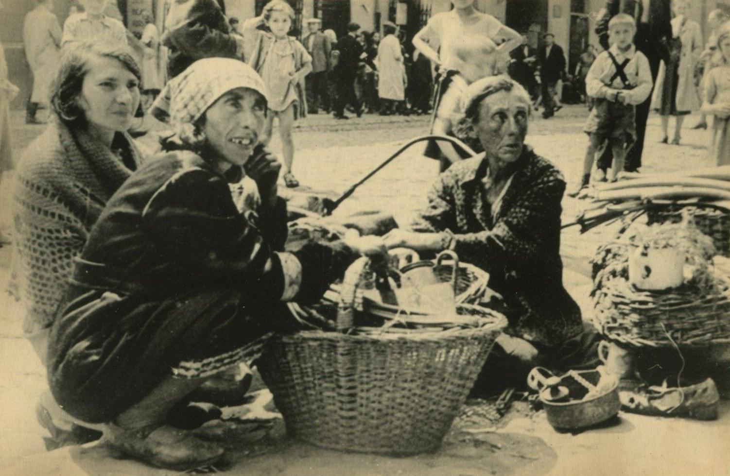 Ghetto di Varsavia - Venditori di strada, 1940