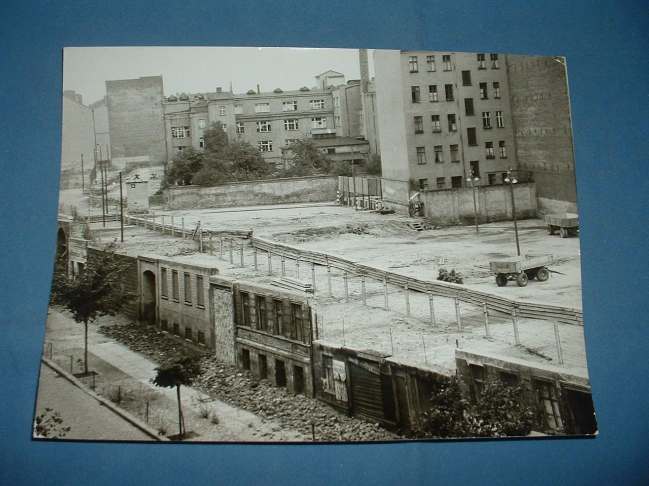Berlino Est - -Case abbattute sulla BERNAUER STRASSE