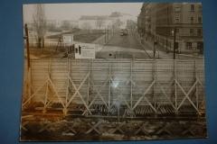 Berlino Est - Vista da sopra il muro sulla BERNAUER STRASSE
