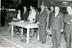Vito Paparella (secondo da sinistra) al banco della giuria gara di lotta greco-romana