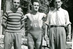 Vito Paparella (primo da destra) con Pietro Lombardi (centro)